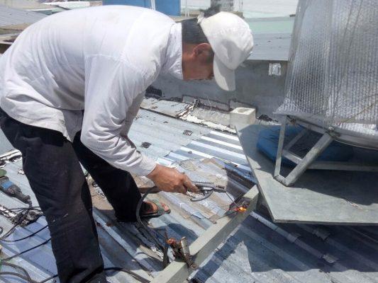 Dịch vụ sửa mái tôn bị dột