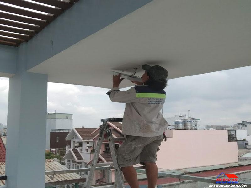 Thợ thi công sửa chữa nhà tại quận 12